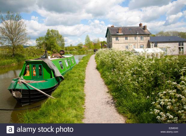 The Barge Inn on the Kennet and Avon canal, Honeystreet, Alton Barnes, Vale of Pewsey, Wiltshire, England